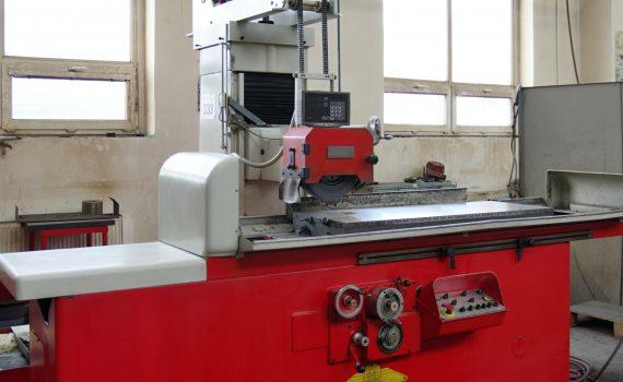 Horizontal grinding machine